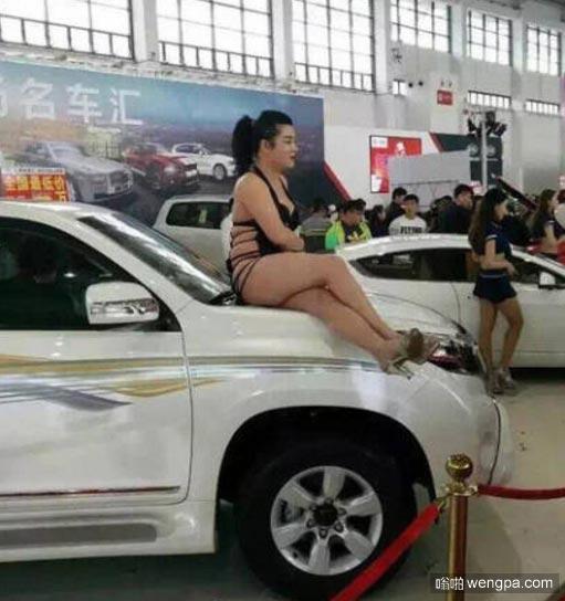 丰满大姐车模 丰满车模搞笑图片-嗡啪搞笑图片