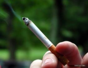 【戒烟搞笑段子】一同事计划戒烟,想到一方法