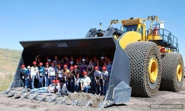 世界上最大的铲车 – 莱图尔诺 重263吨 7.2米宽