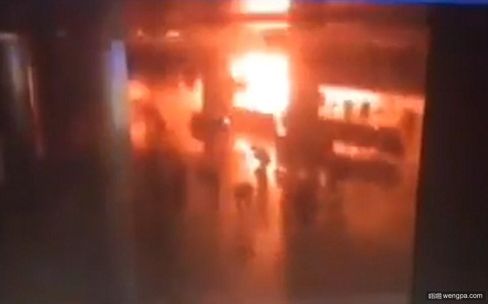 【视频】伊斯坦布尔机场自杀袭击瞬间 3次连环爆炸+AK47扫射 至少50人遇难147人受伤