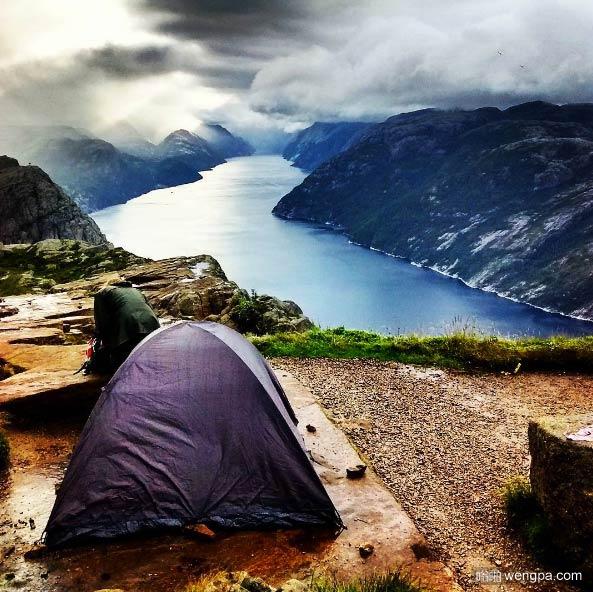 在挪威布道石露营