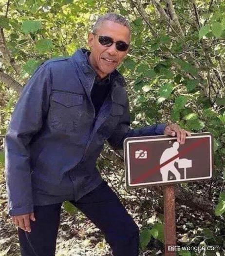 奥巴马cosplay禁止拍照的牌子