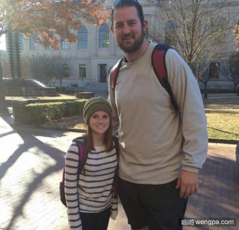 最萌身高差么 女的1米5,男的2米08-嗡啪搞笑图片