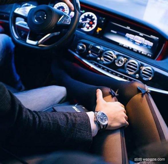 有多少人开车喜欢一只手放在副驾驶上