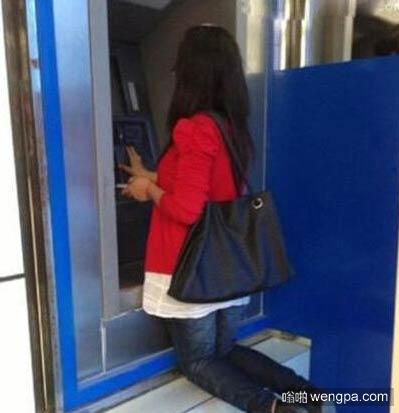 奇葩取款机 银行门口求财
