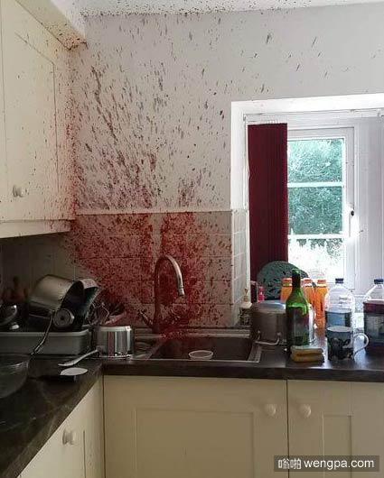 一英国小伙伴的妈妈做果酱结果失败了,这是现场发回来的报道,真的不是你们想的那样