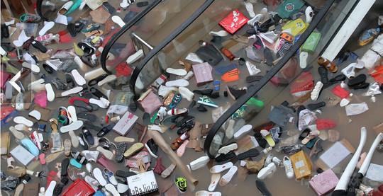 洪水过后的商场
