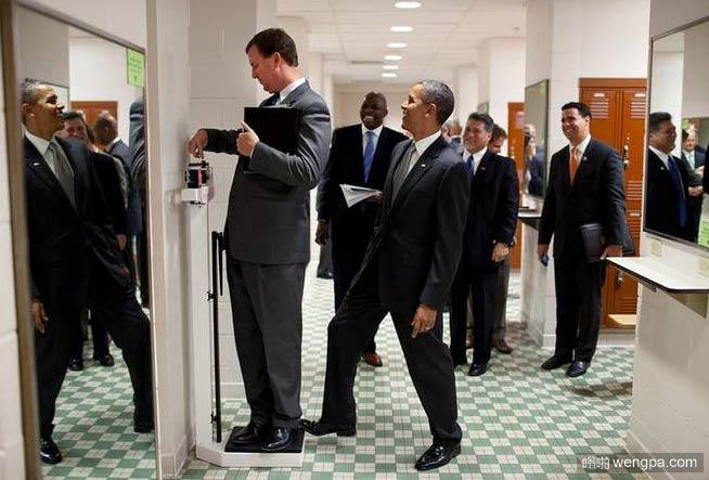 【奥巴马搞笑图片】你说美国总统是不是挺坏的-嗡啪搞笑图片