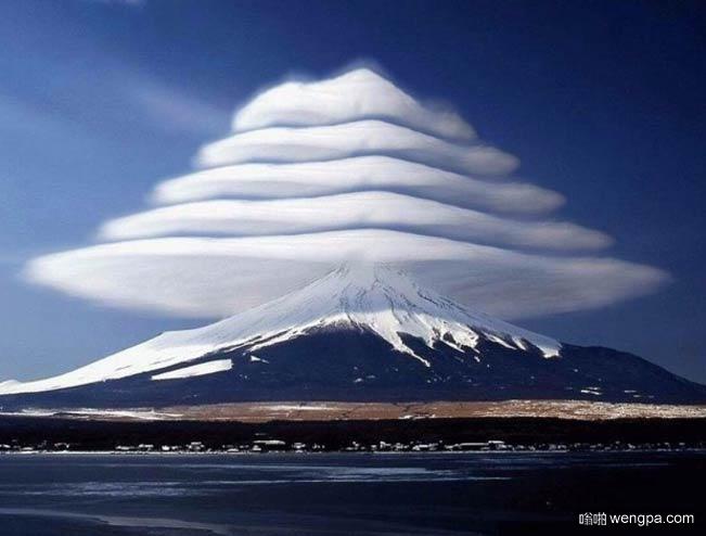 日本富士山荚状云
