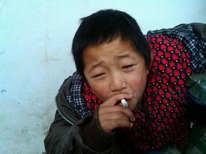 【笑话】小小年纪抽什么烟