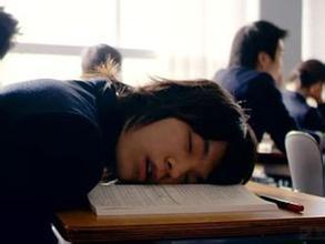 【内涵段子】我旁边的男生睡的像死猪,口水还流了一滩,好好笑哦