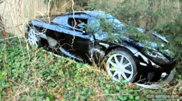 这是啥车 被某土豪遗弃在荒地了