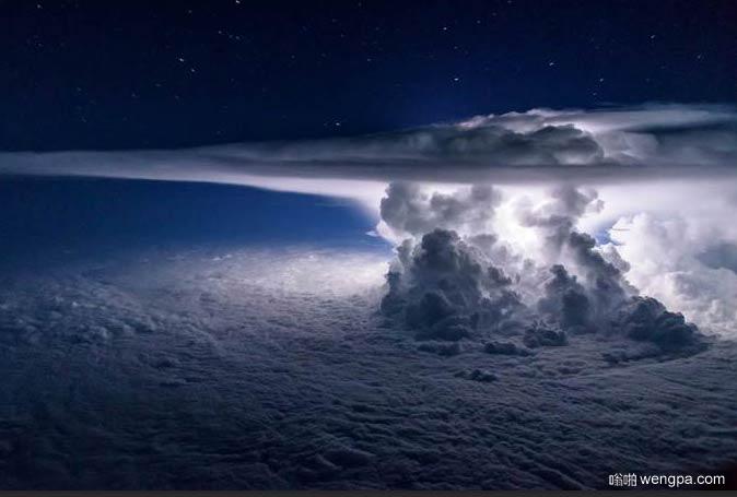 太平洋上空11000米的风暴