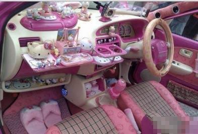 女司机装饰自己的车 这样的内饰是不是让男人抓狂-嗡啪搞笑图片