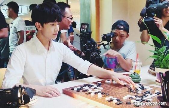 韩国超帅欧巴围棋选手 围棋真是高雅的运动呢!是不是?
