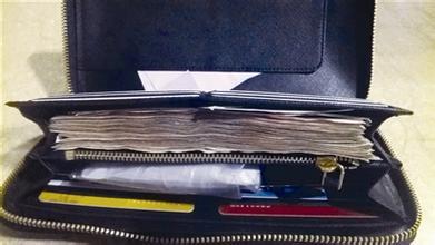 【捡钱包笑话】早上捡到个钱包,里面有几百块钱和证件,最重要的是有一张纸,上面写着