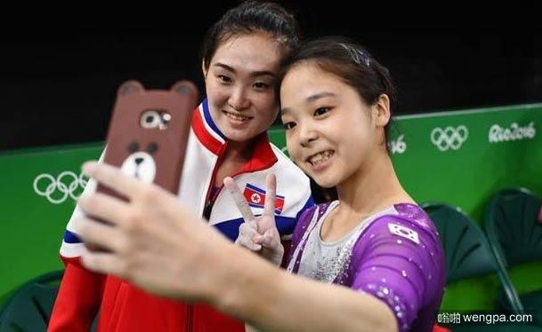 朝鲜和韩国女体操运动员一起自拍合影 这就是为什么我们举办奥运会