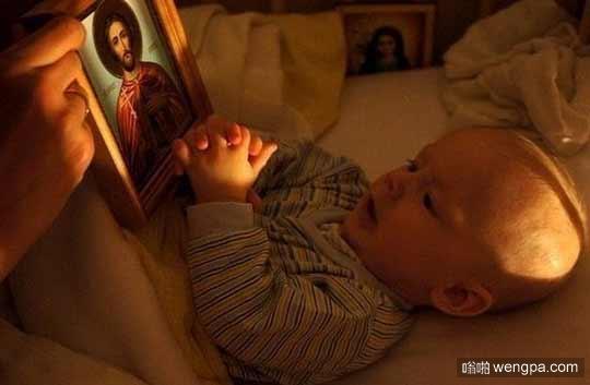 可爱小孩祈祷上帝萌宠图片