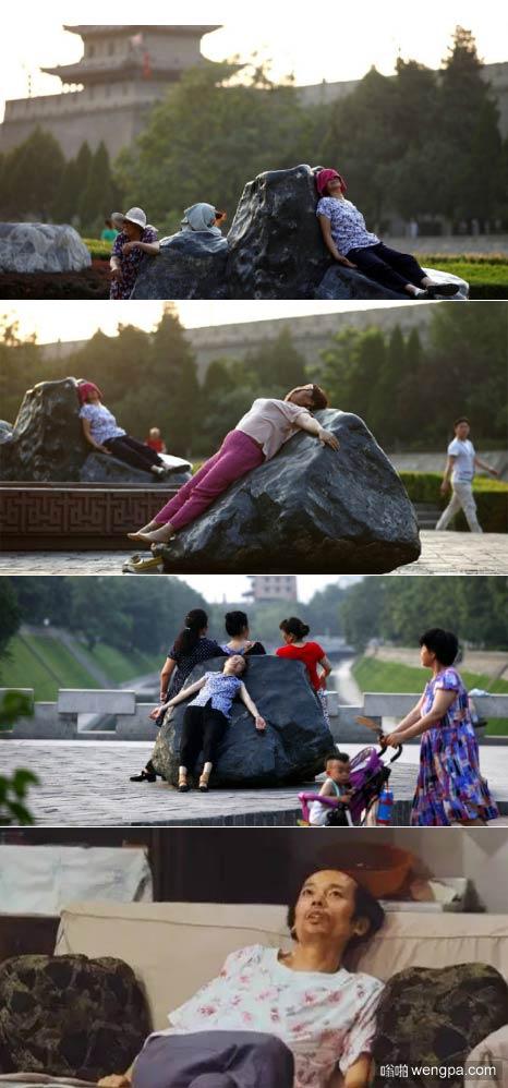 """西安大妈北京瘫趴热石""""治病"""" 皮肤被石头烫红"""