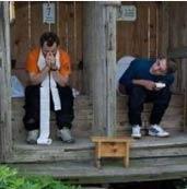 【搞笑段子】今天到公厕方便,刚蹲下,旁边一哥们说道 大哥用的什么牌子的面纸,这么香