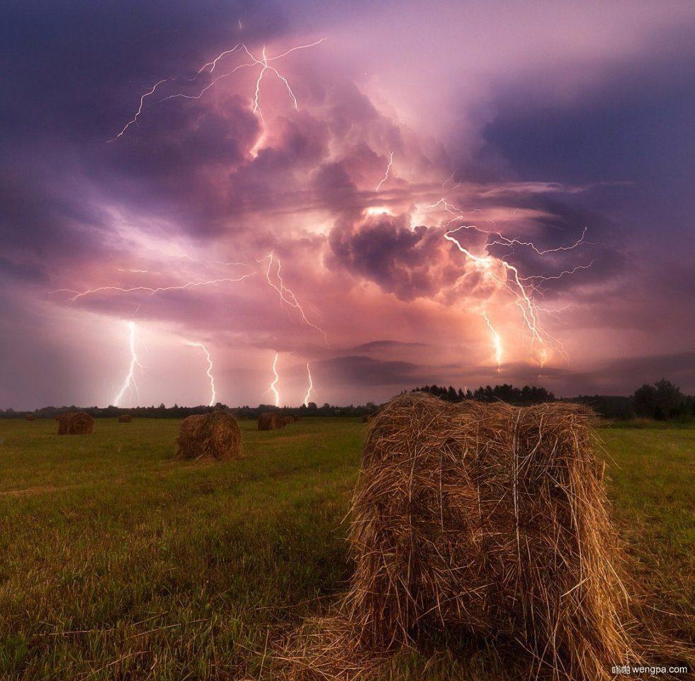 俄罗斯风暴 在沃洛格达田野