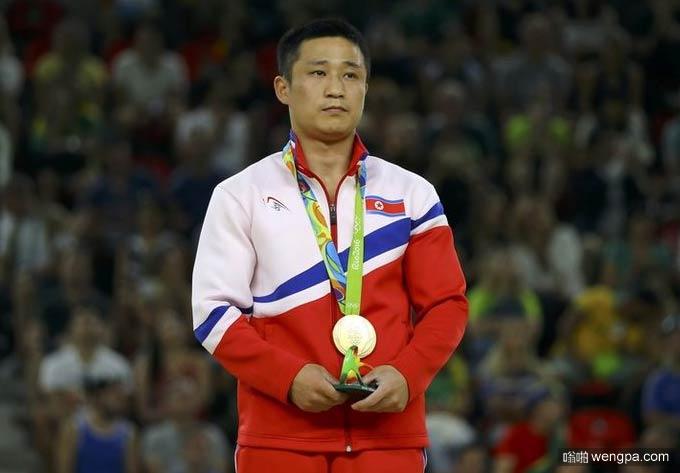 我得到了奥运会金牌 别忘了我还得回朝鲜 - 嗡啪网