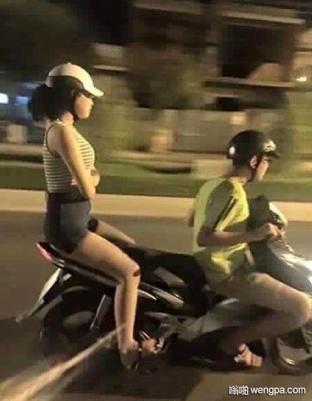女朋友很生气,你还是要载她回家的时候… - 嗡啪网