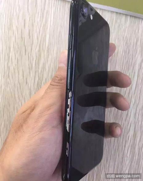 新买的iphone 7 居然掉漆了 - 嗡啪网