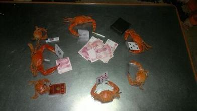 【吃螃蟹笑话】小时候家里穷,吃不起螃蟹
