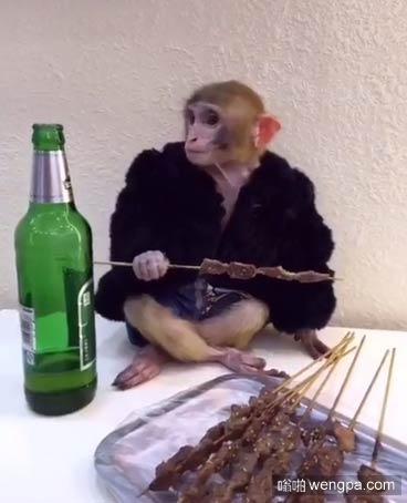 权志龙吃烤串喝啤酒