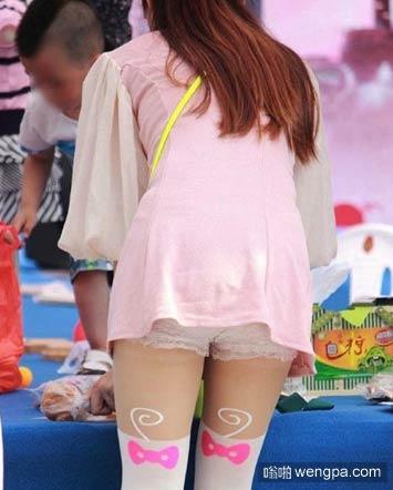 幼儿园女老师这身粉嫩打扮真的好吗 内涵图 - 嗡啪网
