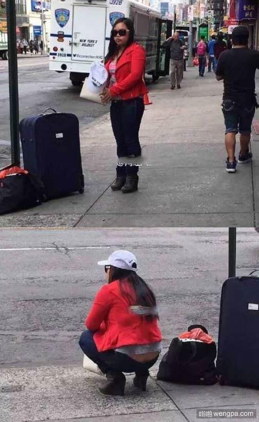 凤姐蹲在纽约街头 网友:背影令人心酸!