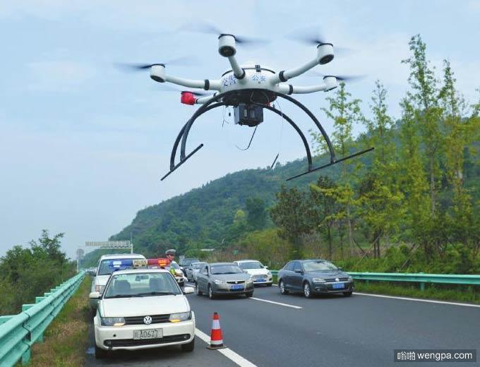 交警用无人机查高速路违法 30多人被逮