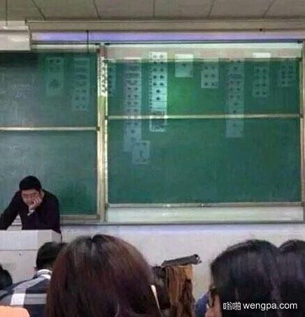 老师叫我们自习 忘了关投影