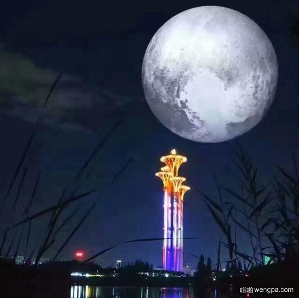 城里的月光把梦照亮