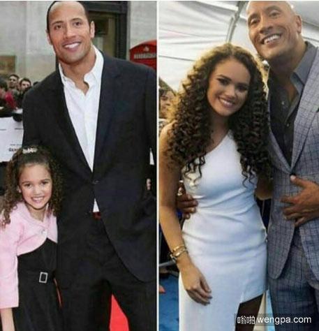 感觉到变老了吗 巨石强森和女儿小时候&现在合影对比 - 嗡啪网