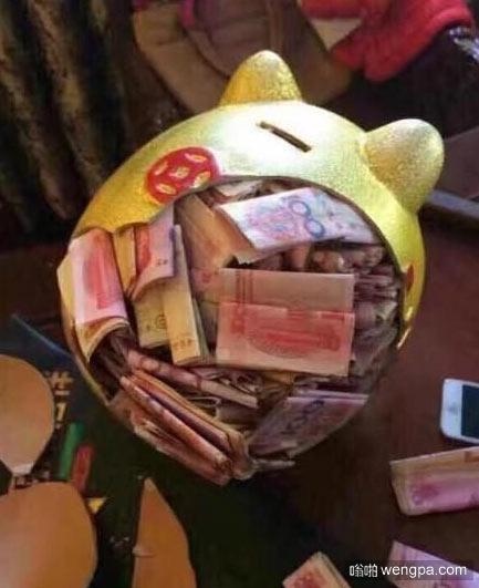 儿子不小心砸碎我的私房钱罐 被媳妇发现