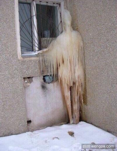 这冰成精了 人形冰搞笑图片 - 嗡啪网