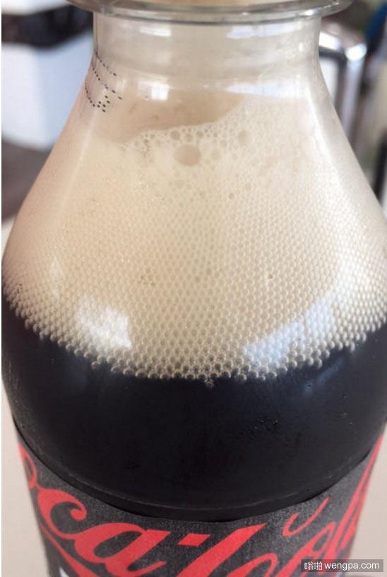 可乐里边的完美泡泡 强迫症者看着是不是很爽
