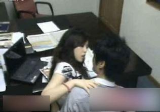 【内涵段子】一女同事今天来上班,我看她脸色不好,好像有被打过的痕迹