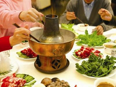 【吃火锅笑话】羊是自己养的,菜是自己种的,油是自己榨的,提醒顾客放心食用