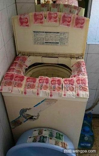 洗衣服忘了掏口袋 这场面有点壮观