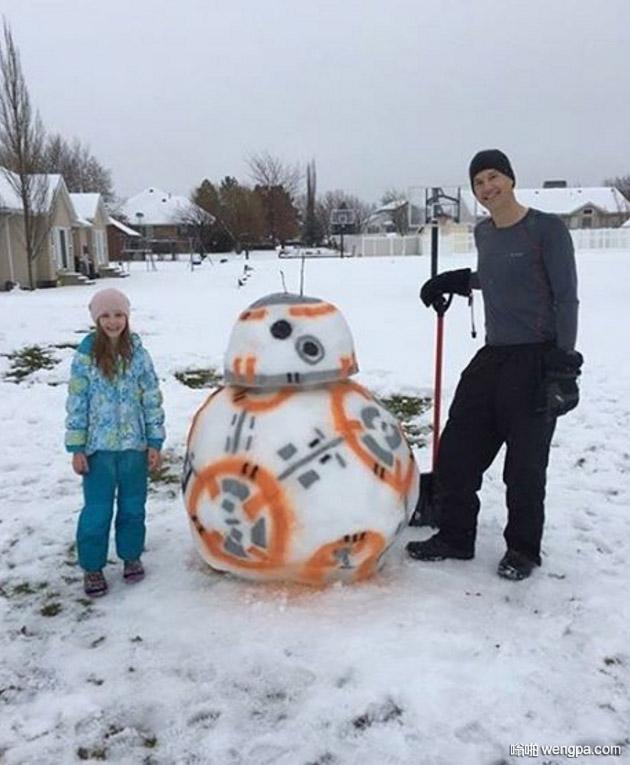 下雪了 堆个有意思的雪人吧 星球大战机器人雪人 - 嗡啪网