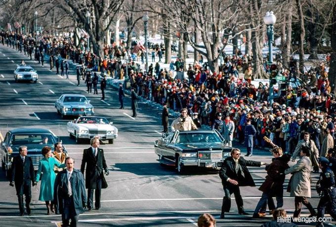 卡特总统在宣誓就职后的游行时遭遇市民抗议