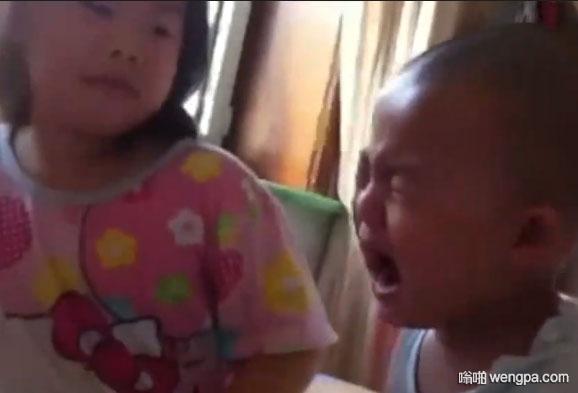 【视频】6岁姐姐教育2岁弟弟 句句都是道理