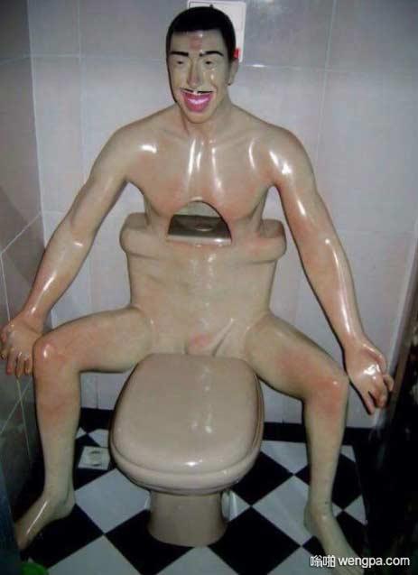 人型马桶 这是雕塑家用的马桶吧 搞笑图片 - 嗡啪网