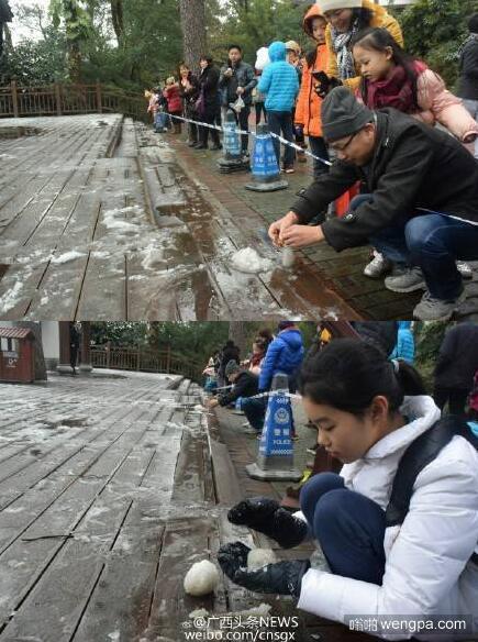 广西41年来首次降雪 市民警戒线外玩雪