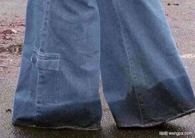 时间倒回到上世纪80年代 喇叭裤搞笑图片 - 嗡啪网
