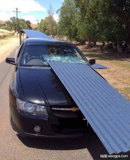 这司机真是命大 奇葩车祸司机捡回一条命