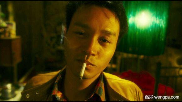张国荣抽烟吗 张国荣帅气抽烟照片(4)